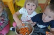 2014-09-09 - Żabki - Zjadamy marchewkę z naszego ogródka
