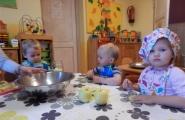2015-09-25 - Kotki - Robimy kompot z jabłek