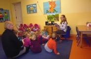 2015-11-04 - Biedronki - Absolwentka Alicja czyta bajkę