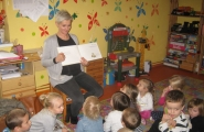 2015-11-06 - Motylki - Mama Tosi czyta bajkę