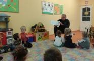 2015-11-27 - Motylki - Pan Policjant czyta bajkę