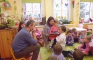 2016-03-25 - Żabki - Rodzice Julki czytają bajkę