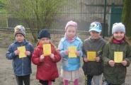 2016-04-07 - Motylki, Mrówki - Dzień Zdrowia - Podchody w ogrodzie przedszkolnym