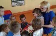 2016-05-19 - Motylki - Mama Oliwki czyta bajkę