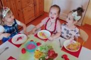 2017-05-23 - Kotki - Dzień biedronki i ślimaka - Elegancki obiad
