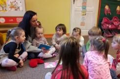 2018-02-09 - Kotki - Mama Julii czyta bajkę