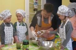 2018-02-19 - Mrówki, Motylki - Pieczemy ciasto dla Mikołaja Kopernika
