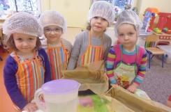 2018-03-14 - Biedronki - Pieczemy chleb