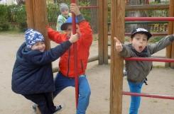 2019-04-24 - Mrówki - Na placu zabaw