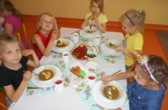 2019-06-28 - Mrówki - Elegancki obiad