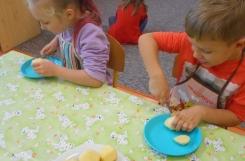 2019-10-11 - Mrówki - Kroimy ziemniaki na poznański obiad