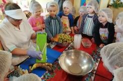 2019-12-11 - Kotki - Warsztaty kulinarne z panią Żanetą - sałatka owocowa