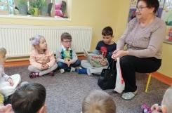 2020-02-06 - Kotki - Babcia i Adaś brat Nikodema czytają bajki
