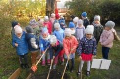 2020-10-22 - Mrówki - Porządkujemy ogród przedszkolny