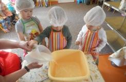 2021-05-10 - Kotki - Pieczemy chleb