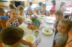 2021-06-23 - Mrówki - Elegancki obiad