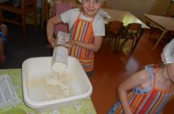 2021-06-29 - Mrówki, Motylki - Pieczemy chleb