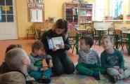 2015-11-23 - Motylki - Mama Mateusza czyta bajkę